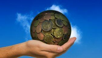 Что такое материальная помощь деньгами, и как ее получить?