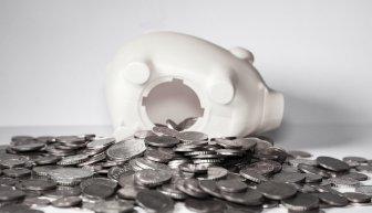 Где получить помощь нуждающимся в деньгах безвозмездно — ответ