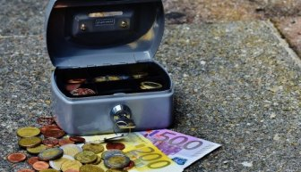 Где получить помощь от богатых людей — ТОП-5 вариантов