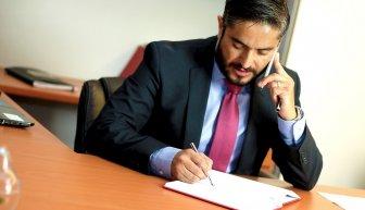 Где взять деньги на адвоката, и можно ли получить бесплатную услугу?