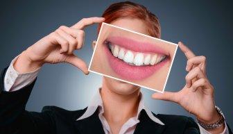 Где взять деньги на лечение зубов — бесплатно, с помощью ОМС