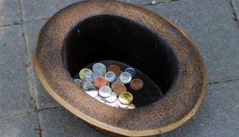 Как и где найти деньги на улице — магия, заговор и реальные варианты