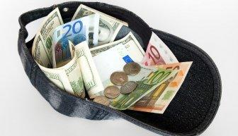 Кто дает деньги безвозмездно, и как их получить?