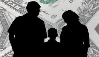 Помощь детям деньгами — за и против